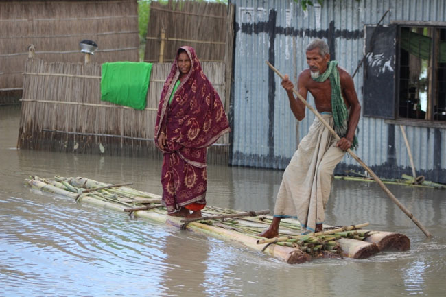 Villagers escape flooding in the Gaibandha district, Bangladesh in 2011